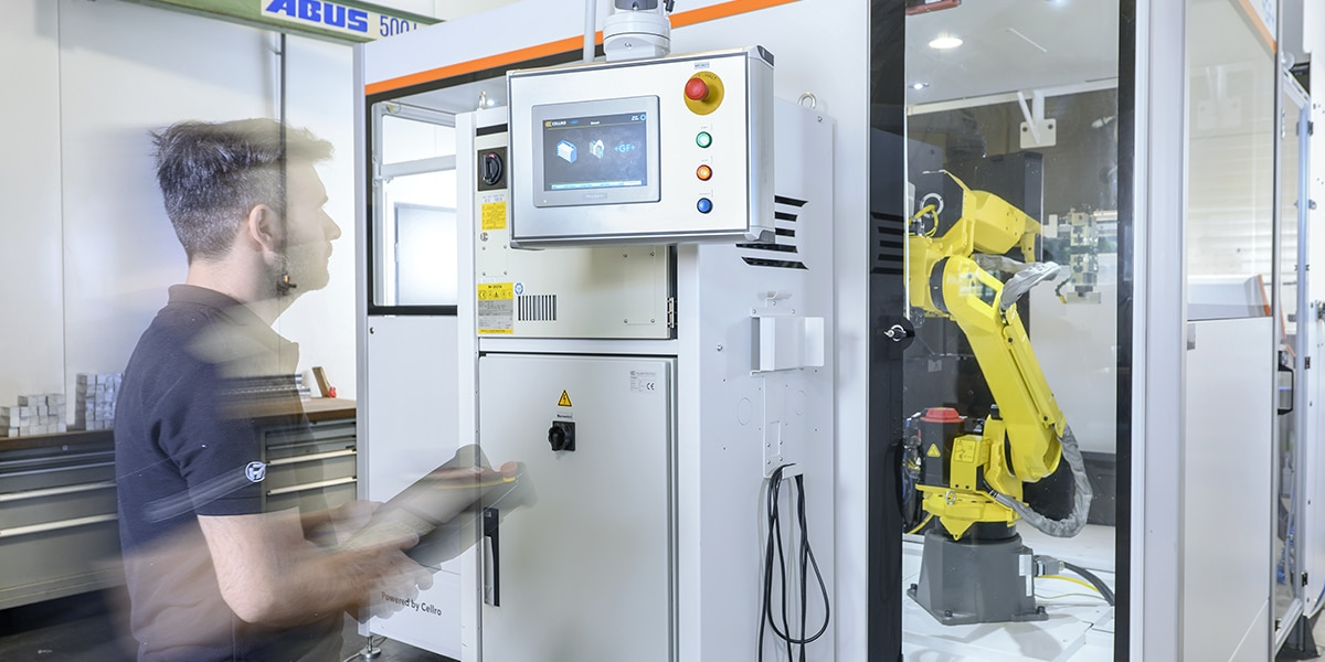 HSieben Maschinentechnik Langkampfen - Human Perception Automized Perfection - spanabhebende Bearbeitung, CNC, Fräsen, Automatisation, Team, Slider, Robotized Perfection