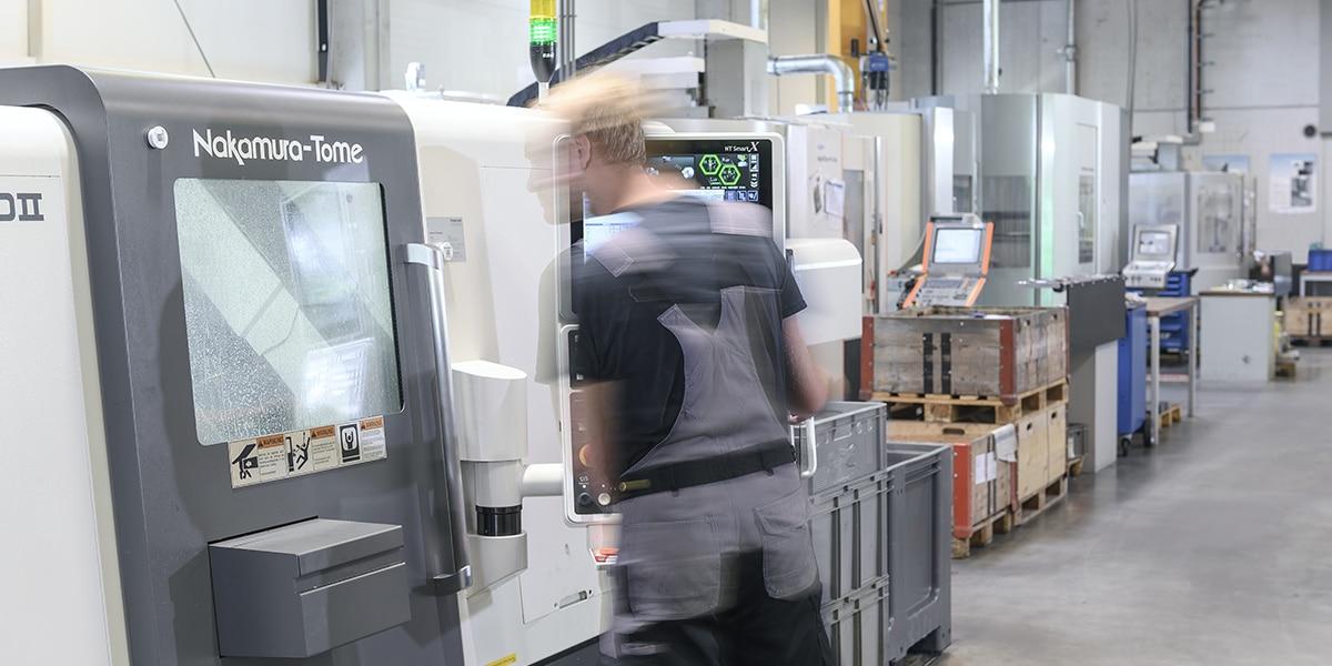 HSieben Maschinentechnik Langkampfen - Human Perception Automized Perfection - spanabhebende Bearbeitung, CNC, Fräsen, Automatisation, Team, Slider, Drehen